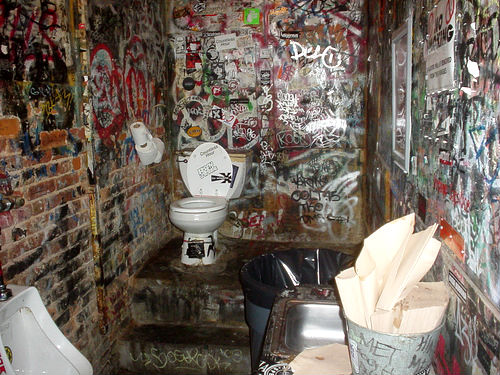 Cbgb S Toilet Museum Recreates Punk Rock S Legendary Pisshole Dangerous Minds
