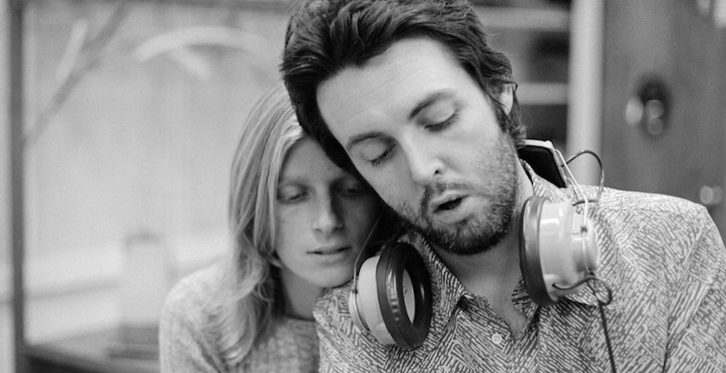 Moving (but fun) 'lost' home movie clip of Paul and Linda McCartney