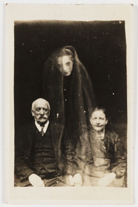 'Ghosts' photobomb portraits of their loved ones
