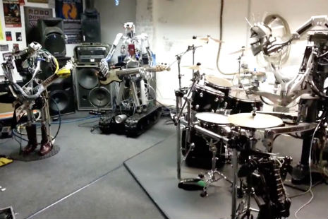Robot band plays Motörhead's 'Ace of Spades'