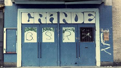 Grande doors
