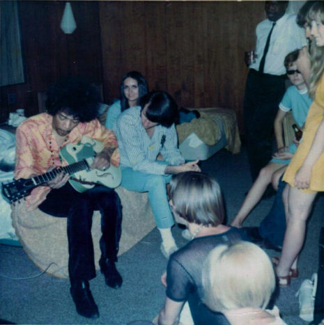 jimi_hendrix_jams_with_the_monkees_1967