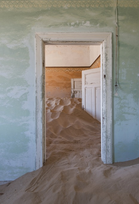 'The Sands of Time': Incredible photos from an African ghost town