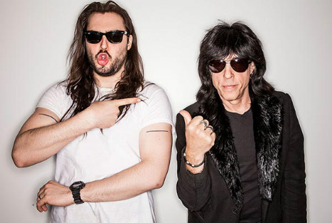 Marky Ramone and Andrew W.K. play Siskel and Ebert on Russian TV