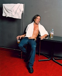 Iggy Pop airs out his pubis