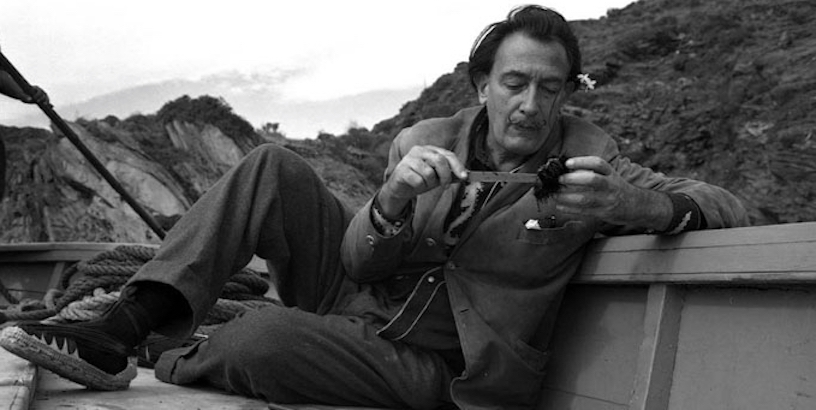 Salvador Dalí on how to eat sea urchins