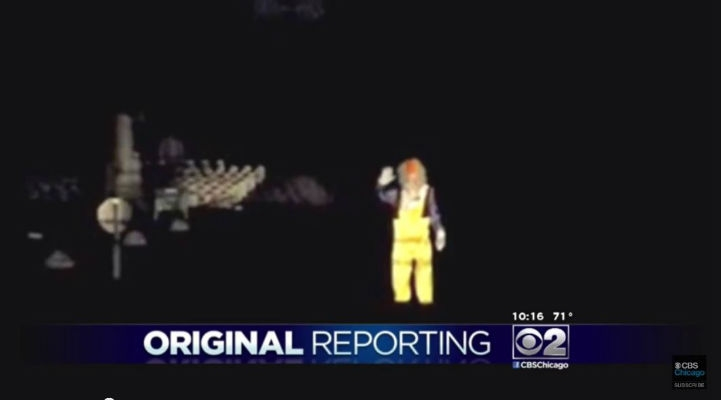 Creepy slow-waving clown in Chicago cemetery caught on camera