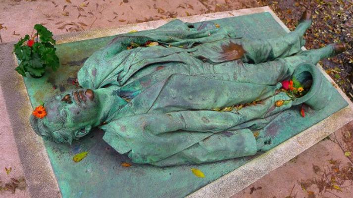 What a dick: The porniest grave in Paris's Père Lachaise cemetery