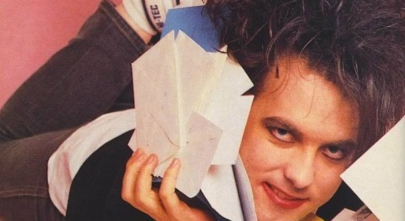 Robert Smith responds to fans about death, dreams & his tombstone in 'The Cure News'