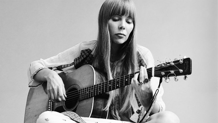 Fantastic early footage of young Joni Mitchell (when she was still called Joan Anderson), 1965