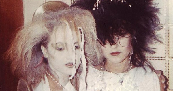 '80s goths spied dancing in their natural habitats