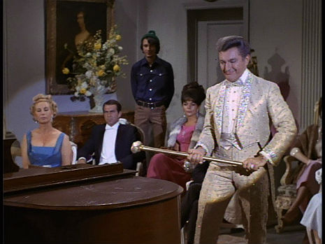 Liberace gets all avant garde and artsy fartsy on 'The Monkees'
