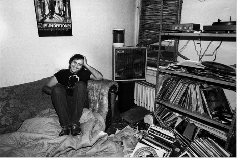 Lester Bangs in Apartment