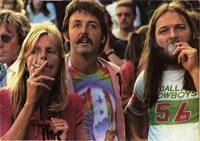 In case you've never smelled weed over the Internet: Paul & Linda McCartney puff with David Gilmour