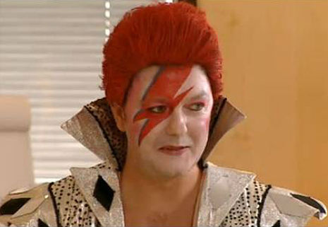 A Lad Insane: Ricky Gervais gets his Bowie on in little-known 'Golden Years' TV pilot, 1999