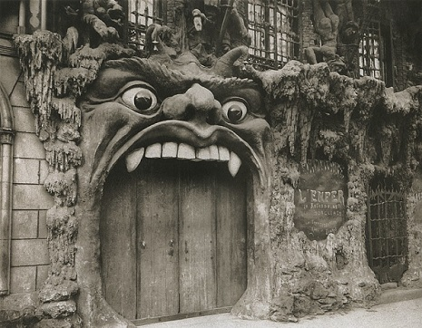 Le Cabaret de L'Enfer: Turn of the century Paris nightclub modeled after Hell