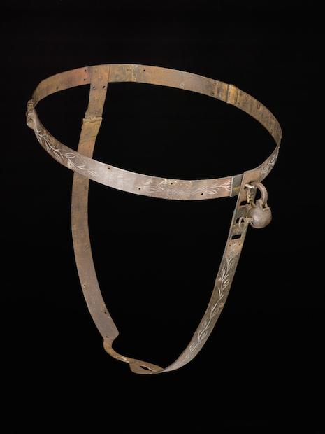 Querias cinturones de castidad? Aca tenes.
