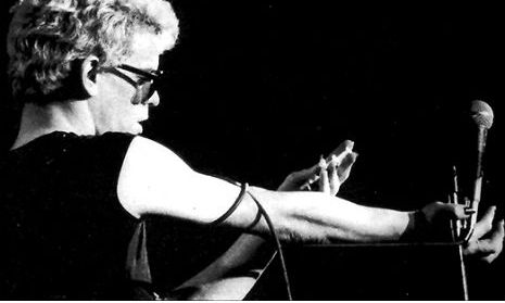 Lou Reed shoots 'Heroin' onstage in Houston, 1974