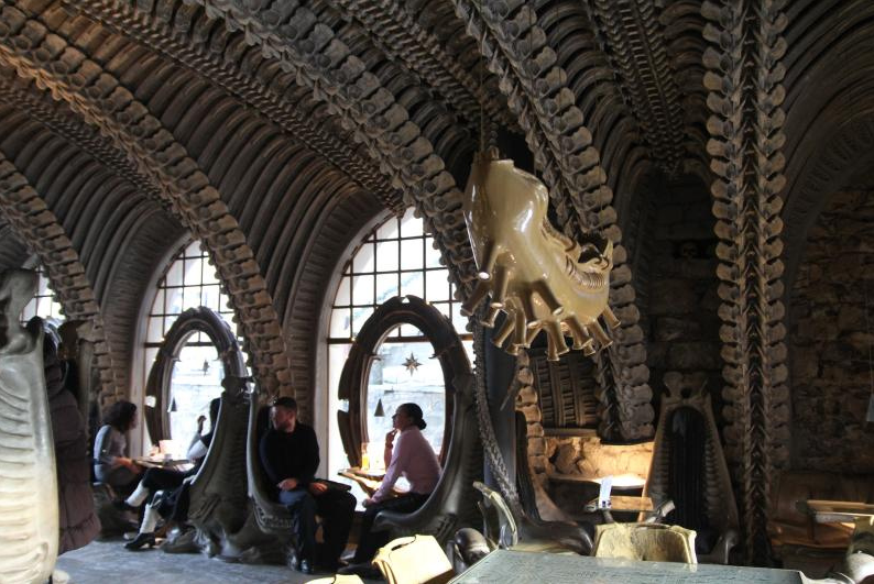 Incredible H.R. Giger bar puts you in the belly of the Xenomorph