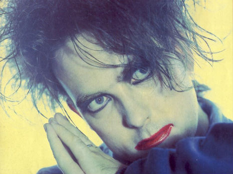 Hot Hot Hot!!! A make-up session with The Cure