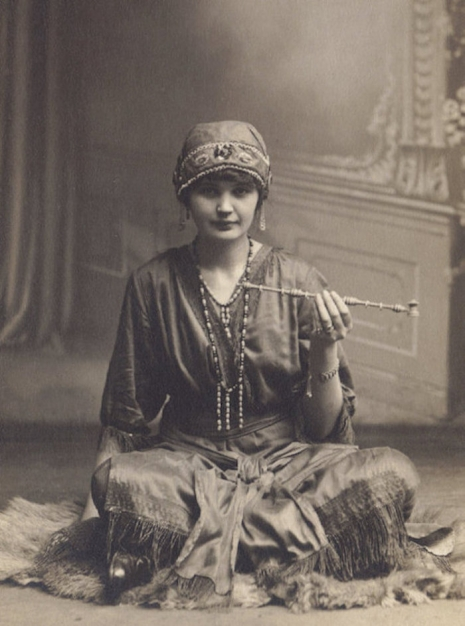 Smoker's Delight: Vintage photographs of opium dens