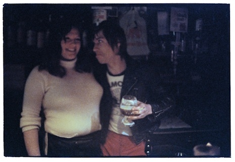 Iggy Pop poses with a waitress in a bar in Berlin-Schöneberg, 1977