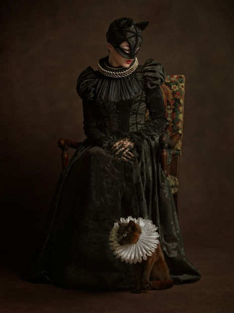Superheroes and Supervillains Reimagined as 16th Century Aristocrats @Dangerous Minds Artes & contextos SuperHerosFlamands Catwoman RGB1998 014 465 621 int