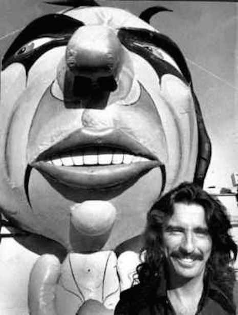 Alice Cooper and the giant Alice Cooper balloon, August 30, 1975