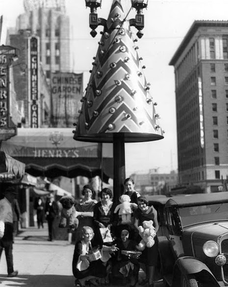 Santa Claus Lane Christmas tree, 1930s