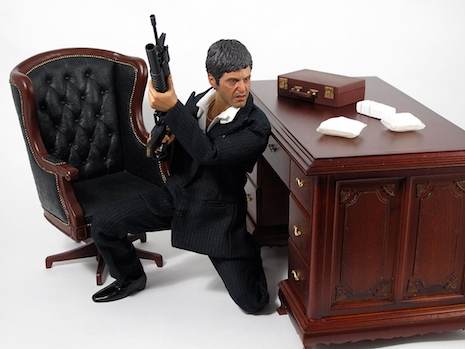 Tony Montana War version with desk, drugs and guns