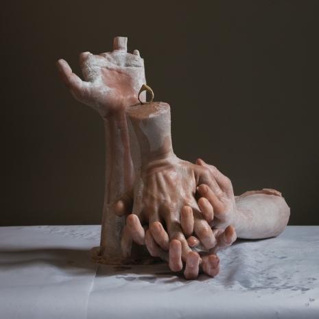 Fake human remains become horrifyingly realistic high-art - @Dangerous Minds Artes & contextos sitkinhandsjewelryasldkjf0a9uefljas 465 465 int