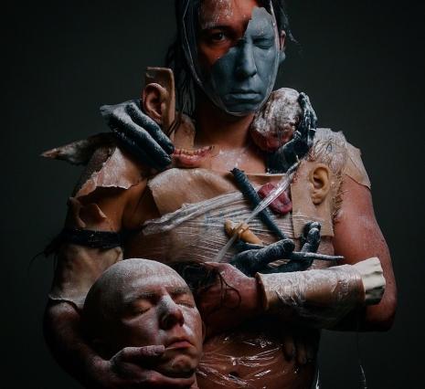 Fake human remains become horrifyingly realistic high-art - @Dangerous Minds Artes & contextos sitkinmasksbodypartsheadalkp9uaweoifjoas 465 426 int