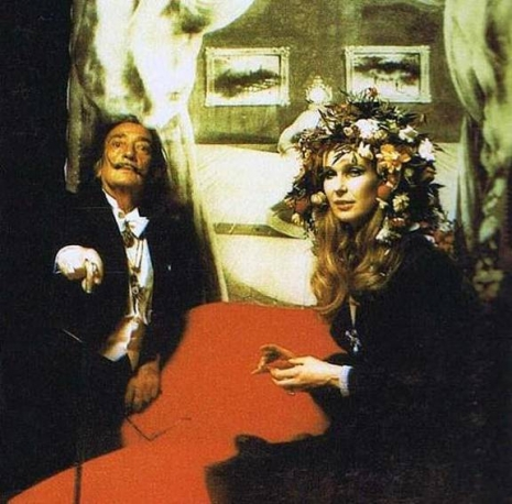 Glimpses of the extravagant Surrealist Ball of 1972  Surrealist02_465_458_int
