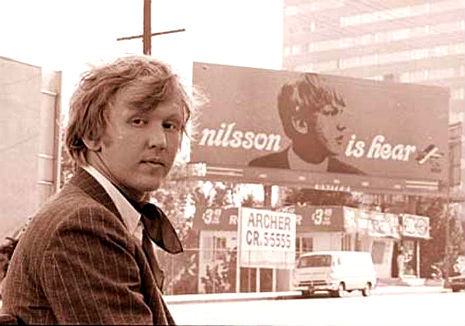 Harry Nilsson performing 'Don't Leave Me' on French TV