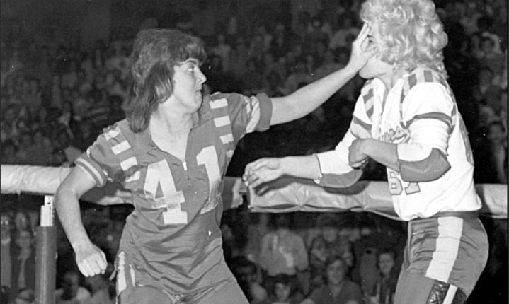Don't mess with these hot mamas: Vintage photos of badass Roller Derby Girls