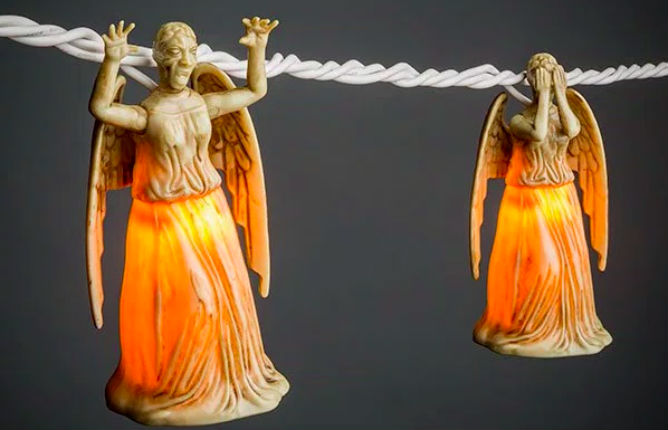 OMG, there are 'Doctor Who' Weeping Angel lights that blink at one another