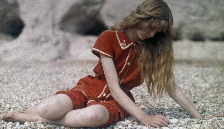 Christina in Red: Gorgeous photos of a young woman in vivid reds from 1913