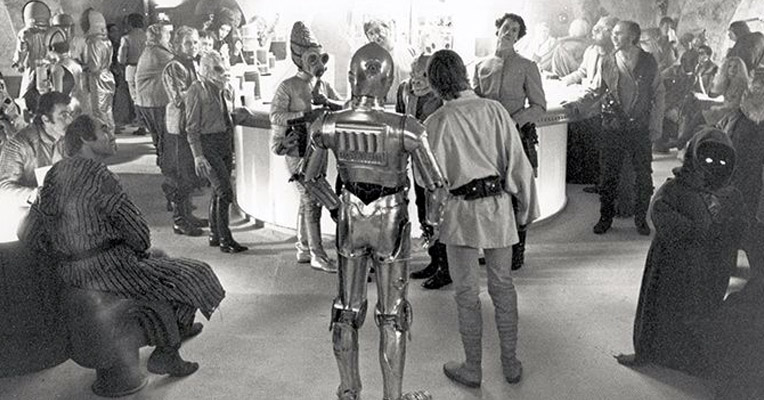 Behind-the-scenes of the 'Star Wars' Cantina bar set