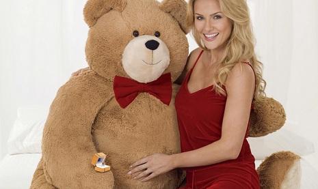 bear + sexy lady